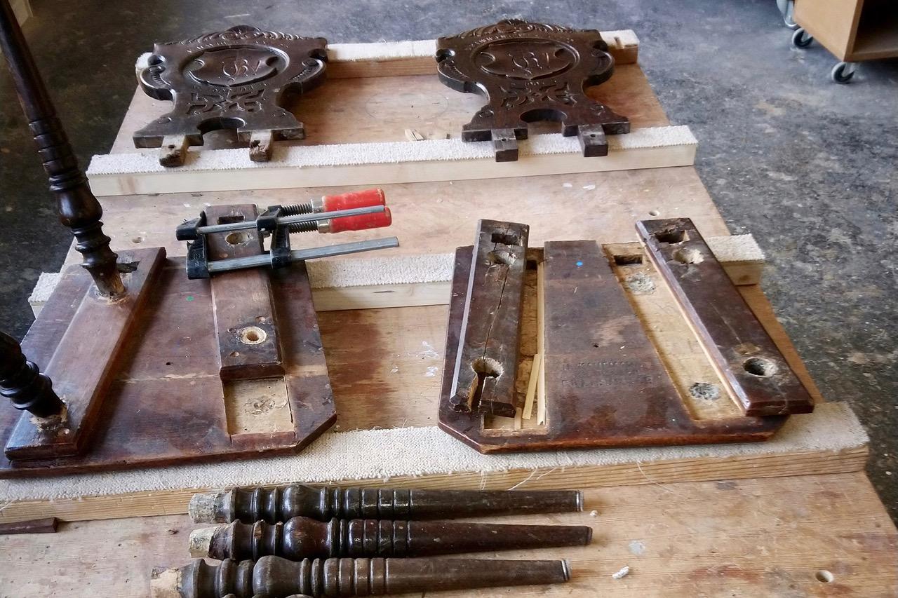 Reparatur Stuhl, Schreinerei Jäger